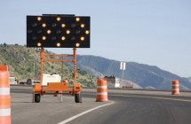 road-flashing-arrow_board